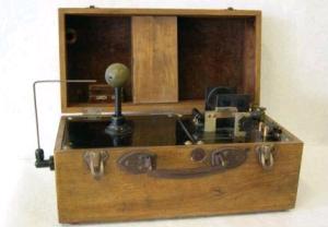 Aparato portatil de Rayos X inventado por Monico Sánchez